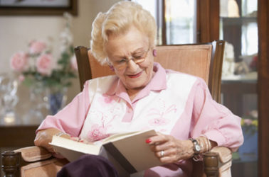 ¿Qué beneficios tiene la lectura en la tercera edad?