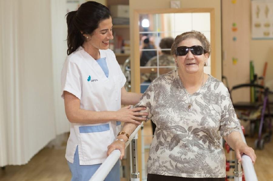 ¿Cómo mejorar la autonomía y autoestima de una persona mayor dependiente?