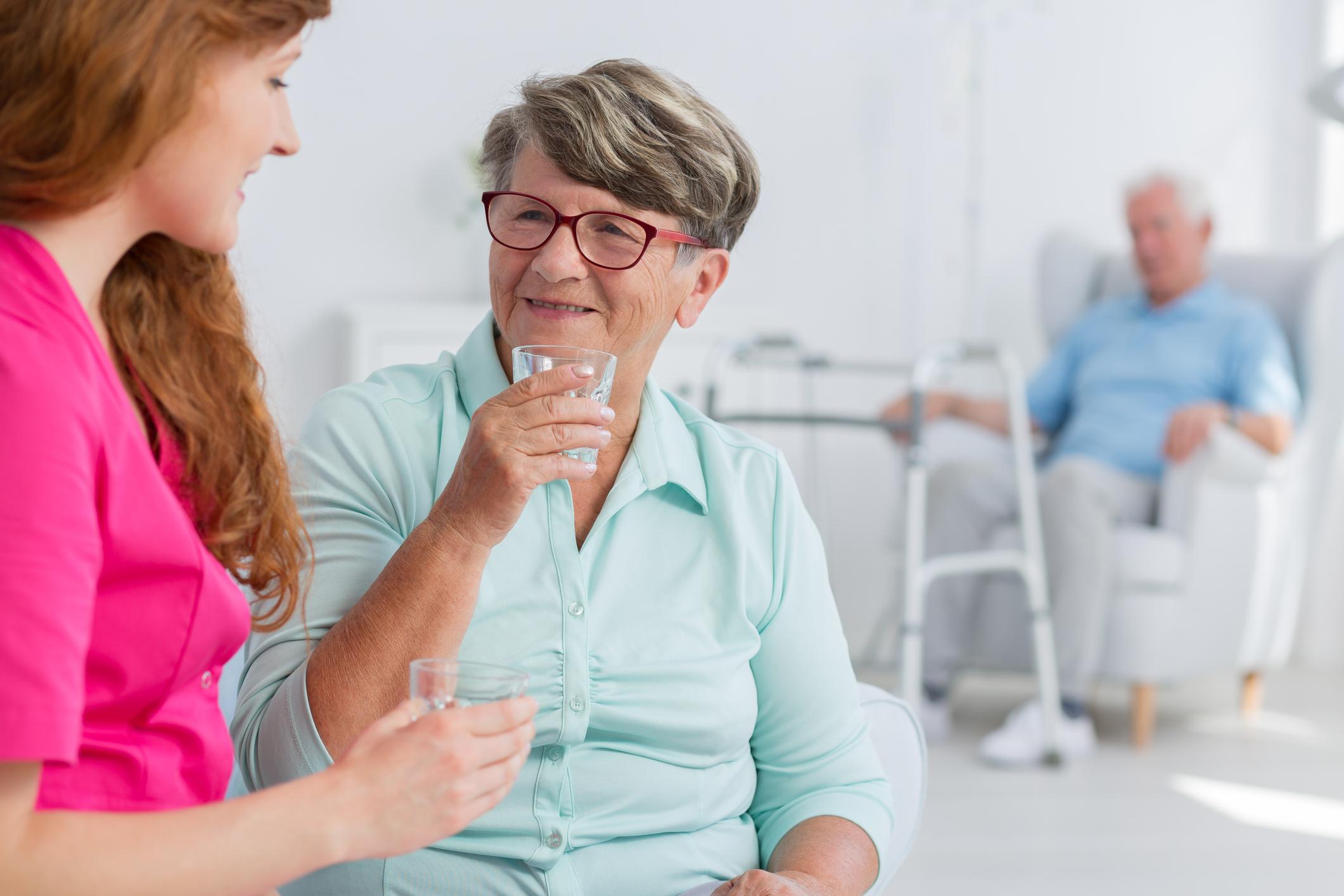 ORPEA destaca la importancia de una adecuada hidratación de las personas mayores en la época estival