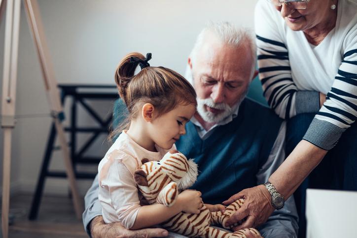 Experiencia, conocimiento y cariño: el mejor legado de los abuelos a sus nietos