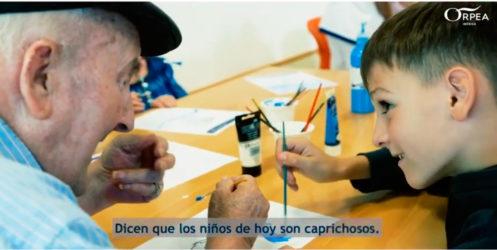 ORPEA logra romper barreras de comunicación entre niños y mayores a través del lenguaje de signos