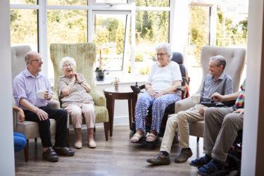 Beneficios de las relaciones sociales en las personas mayores