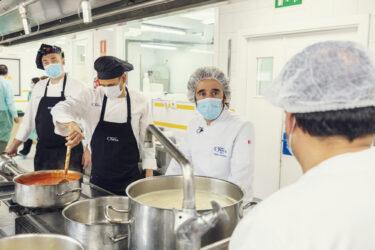 Diego Guerrero, chef con dos Estrellas Michelin, muestra su apoyo a los cocineros de las residencias ORPEA