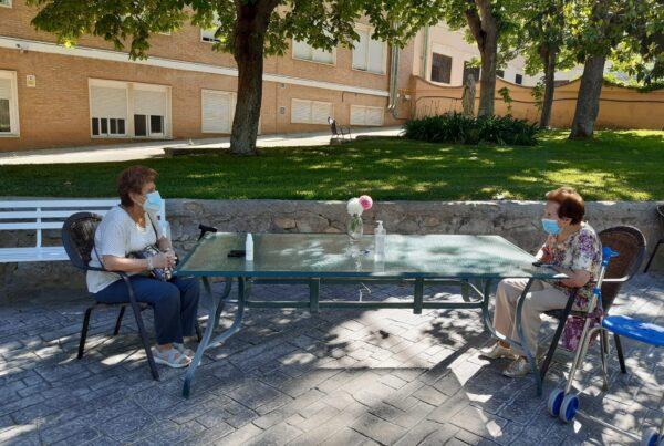 Consejos para visitar con seguridad a las personas mayores que viven en residencias